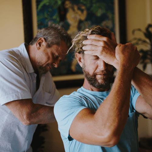 Chiropractor Laguna Beach CA Dr Gary Arthur Adjusting